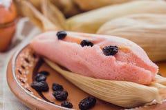 Tamal de Dulce, mexikanische s??e gef?llte Maismehltaschen archivierte Maisteig, Nahrung in Mexiko stockfoto