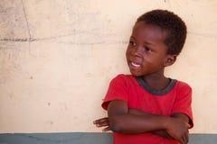 TAMALE, GHANA ï ¿ ½ MARZEC 22: Niezidentyfikowana młoda Afrykańska chłopiec poza w Zdjęcia Stock