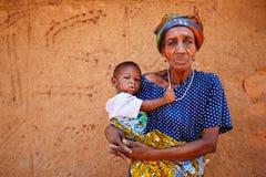 TAMALE, GHANA ï ¿ ½ 24 marzo: Tenuta africana anziana non identificata della donna Fotografia Stock Libera da Diritti