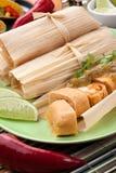 Tamales de poulet avec le Salsa vert Photos stock