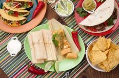 Tamales del pollo con salsa verde Foto de archivo