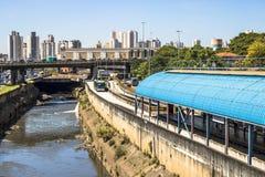 Tamanduatei flod och bussfil Fotografering för Bildbyråer