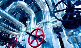 tamanho diferente e tubulações e válvulas dadas forma no central elétrica Fotografia de Stock