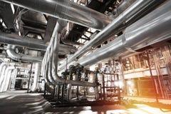 tamanho diferente e tubulações e válvulas dadas forma no central elétrica Fotos de Stock Royalty Free