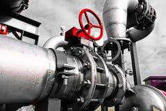 tamanho diferente e tubulações e válvulas dadas forma no central elétrica Foto de Stock Royalty Free