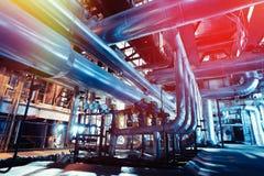 Tamanho diferente e tubulações e válvulas dadas forma em um central elétrica Foto de Stock Royalty Free