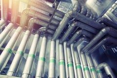 Tamanho diferente e tubulações e válvulas dadas forma em um central elétrica Imagem de Stock Royalty Free