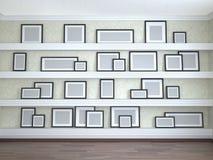 Tamanhos de quadro diferentes nas prateleiras Imagens de Stock Royalty Free