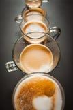 Tamanhos diferentes das xícaras de café foto de stock royalty free