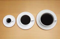 Tamanhos diferentes de copos de café Foto de Stock Royalty Free
