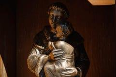Tamara, Albanië - Beeldhouwwerk van Heilige Anthony van Padua royalty-vrije stock foto's