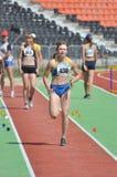 Tamara Vaulina que corre en la pista Imagen de archivo libre de regalías