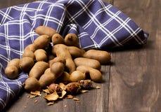 Tamarindo doce no fundo de madeira Foto de Stock
