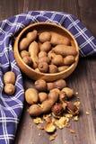Tamarindo dulce en fondo de madera Fotografía de archivo libre de regalías