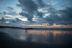 Tamarindo, Guanacaste, puesta del sol de Costa Rica Backgroud fotografía de archivo libre de regalías