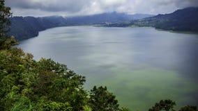 Tamblingan sjö av Indonesien Royaltyfria Bilder