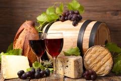 Tambor com vinho tinto imagem de stock royalty free