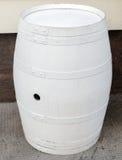 Tambor de madeira branco como a decoração da rua imagens de stock