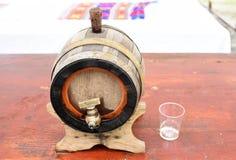 Tambor de madeira tradicional romeno da aguardente imagem de stock royalty free
