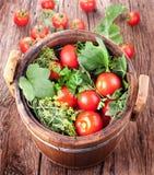 Tambor de tomates conservados fotos de stock royalty free