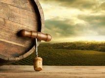 Tambor de vinho com cortiça e corkscrew Fotografia de Stock