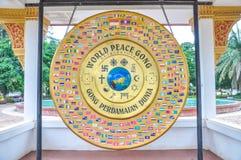 Tambor del gongo de la paz de mundo en el parque de Patuxai, Vientián Fotografía de archivo libre de regalías