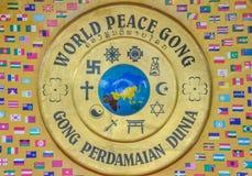 Tambor del gongo de la paz de mundo en el parque de Patuxai, Vientián Imagen de archivo