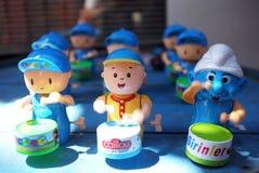 Tambor falsificado que juega los juguetes imagenes de archivo