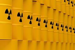 Tambores amarelos dos resíduos radioativos Imagens de Stock