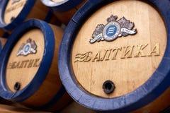 Tambores de cerveja na cervejaria de Baltika - de St Petersburg Fotografia de Stock