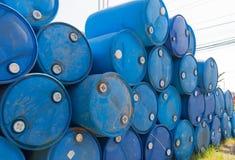 Tambores de petróleo azuis Fotos de Stock Royalty Free