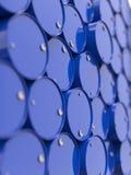 Tambores de petróleo empilhados acima. fotografia de stock