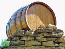 Tambores de vinho de madeira velhos tradicionais isolados sobre o branco Fotografia de Stock Royalty Free