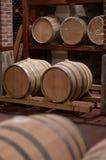 Tambores de vinho em uma adega Fotografia de Stock