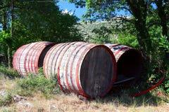 Tambores de vinho velhos Fotos de Stock