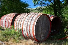 Tambores de vinho velhos Imagem de Stock