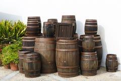 Tambores de vinho velhos foto de stock royalty free