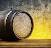 Tambores do carvalho na tabela de madeira Fotografia de Stock Royalty Free