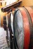 Tambores em uma adega de vinho foto de stock royalty free
