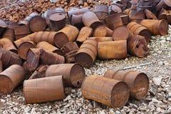 Tambores oxidados del combustible y del producto químico imagenes de archivo
