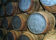 Tambores velhos do carvalho na adega de vinho Imagens de Stock Royalty Free