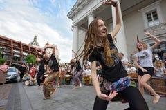 Tambores y baile del juego de los músicos Foto de archivo