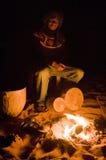 Tambores y fuego imagen de archivo