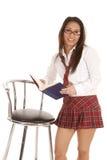 Tamborete do carrinho de livro da menina da escola Imagem de Stock