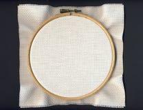 Tambour avec le tissu blanc d'Aida Image stock