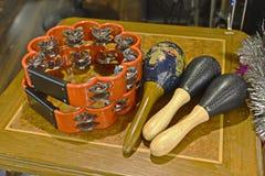 Tambour de basque et maracas Photos stock