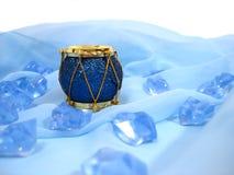 Tambour de décoration de Noël au-dessus de fond bleu Photographie stock