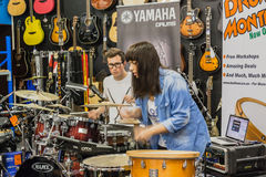 Tambour Demo Performance de boutique de musique Photo stock