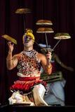 Tambourine tancerz wykonuje przy Esala Perahara theatre przedstawieniem w Kandy, Sri Lanka Zdjęcia Stock