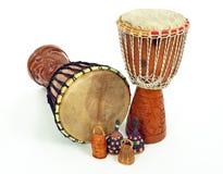Tambours de Djembe et dispositifs trembleurs de caxixi Images stock